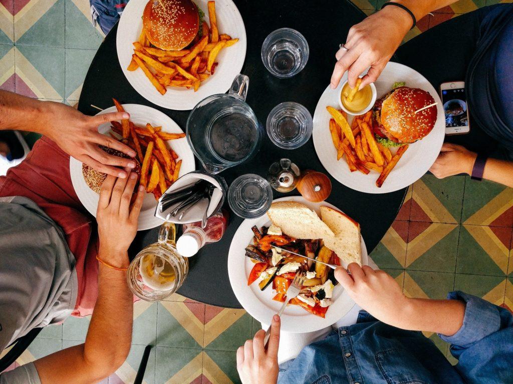 Comment manger keto au restaurant, afin d'avoir une vie sociale en régime keto